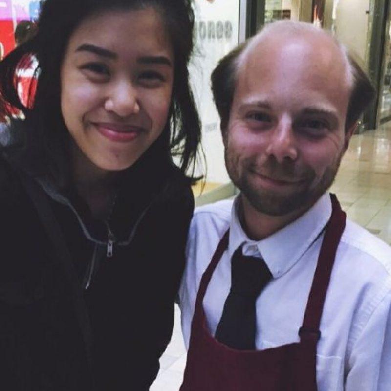 Y mientras el estreno llega, su trabajo se encuentra en un centro comercial. Foto:vía instagram.com