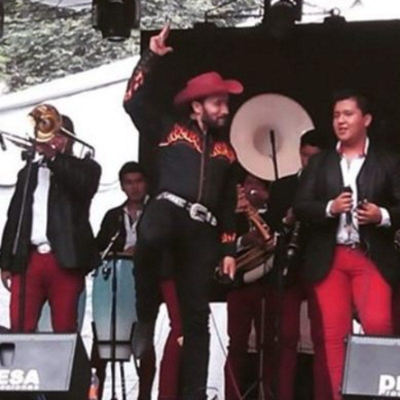 Ahora es cantante en una banda de música regional mexicana. Foto:vía instagram.com/luismanuelavila_