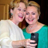 Meryl Streep con Hilary Clinton en una cena de gala. Foto:Getty Images