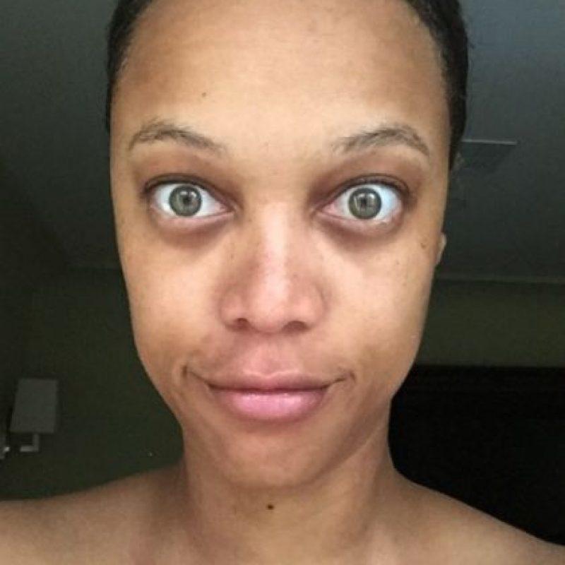 Hace unos meses sorprendió al revelar su aspecto libre de maquillaje. Foto:vía instagram.com/tyrabanks