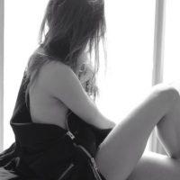 Ella misma ha asegurado sentirse más cómoda desnuda. Foto:vía instagram.com/lucyvives