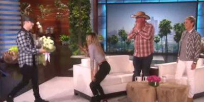 """1. Cuando sorprendió a una fan con un gran ramo de flores en el programa de la presentadora Ellen DeGeneres. Foto:""""Ellen DeGeneres Show"""""""