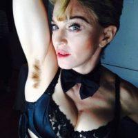 La cantante también mostró su vello axilar para promover la igualdad de género. Foto:vía instagram.com/madonna