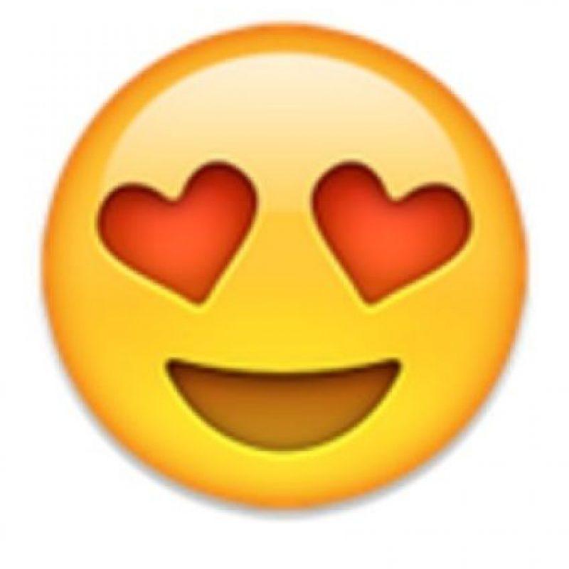 2- Cara con ojos de corazón. Foto:vía emojipedia.org