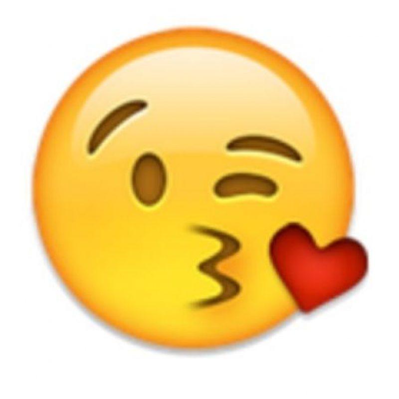 8- Beso de corazón. Foto:vía emojipedia.org