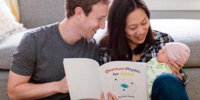 Le encanta leerle a su hija. Foto:facebook.com/zuck