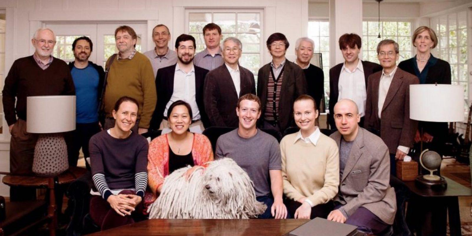 Sus amigos siempre están cerca. Foto:facebook.com/zuck