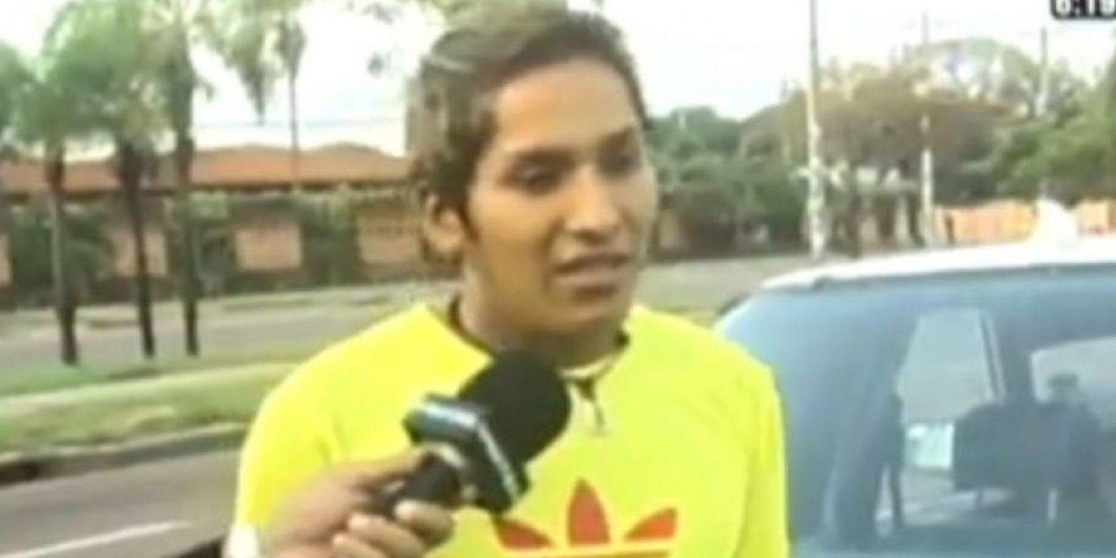 Taxista detuvo a quien lo robó y lo llevó en el maletero del auto a la TV Foto:UNITEL