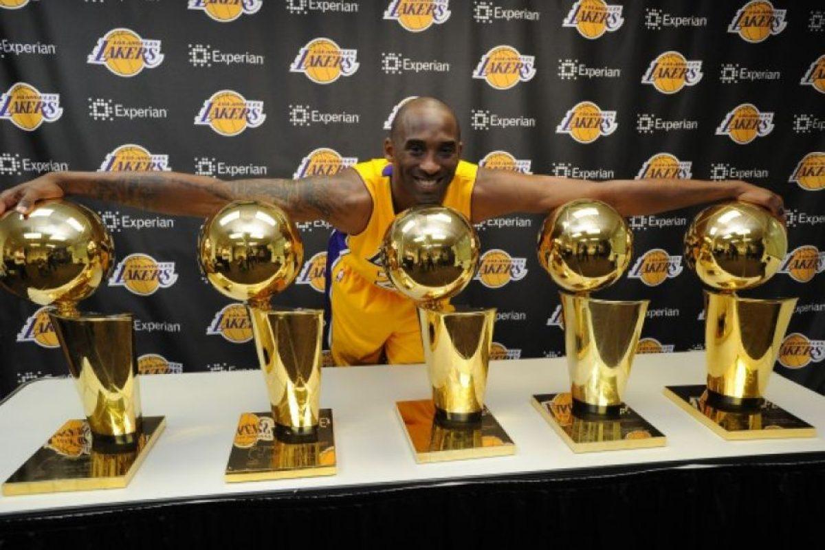 Cinco veces campeón de la NBA. Bryant ha logrado ganar cinco títulos de campeón con Los Ángeles Lakers, compartiendo la distinción de ser el jugador con más finales conquistadas con Derek Fisher, Michael Cooper, Kareem Abdul-Jabbar y Magic Johnson. En dos de estas finales fue elegido Jugador Más Valioso, el primero en la final del 2008-09 frente a Orlando Magic, en la que promedió 32.4 puntos, 5.6 rebotes y 7.4 asistencias en la victoria 4-1 en la serie, para su equipo. Su segundo galardón llegó en la del 2009-10 ante los Celtics de Boston, donde tuvo números de 28.6 puntos por partido, 8.0 rebotes y 3.9 asistencias para alcanzar su quinto campeonato. Foto:Fuente Externa