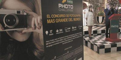 Homero Figueroa y Marielle Menéndez, coordinadora de Marketing, fueron los encargados de los agradecimientos a quienes enviaron sus fotos y también a los que votaron. Foto:Roberto Guzmán