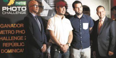 Homero Figueroa, CEO de Metro RD, Sergio Mena, ganador, Alejandro Álvarez, ganador, y Pedro Figueroa, COO de Metro RD. Foto:Roberto Guzmán