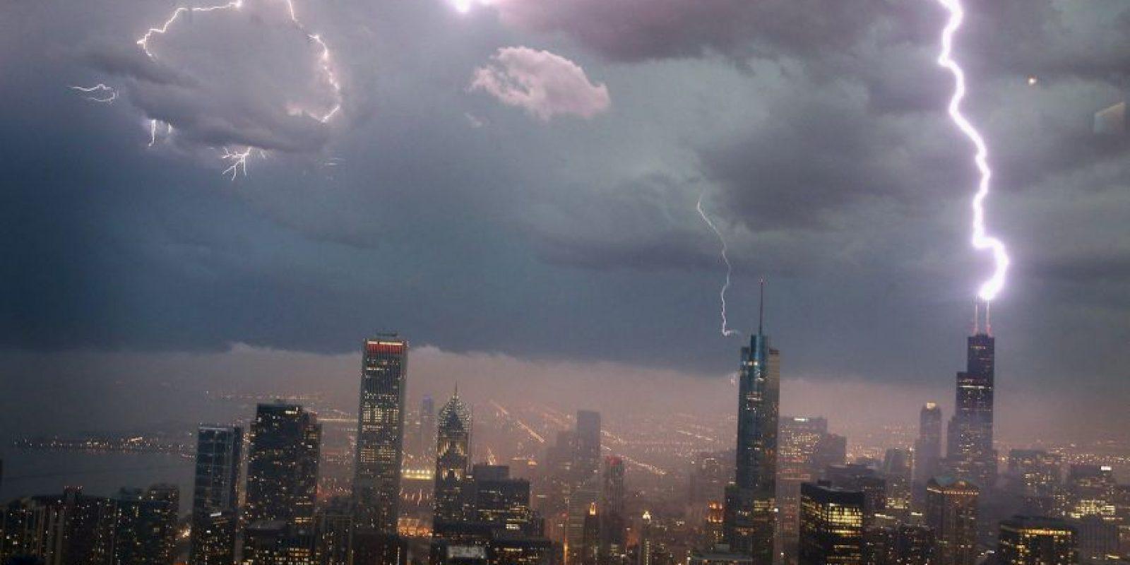 Según Daniel Cecil, miembro del Centro Global de Hidrología y Clima de la NASA, los resultados tienen sentido pues la Tierra absorbe la luz del sol y calienta más rápido el agua, lo que genera inestabilidad atmosférica que provoca relámpagos, comunicó a la página web de la NASA. Foto:Getty Images