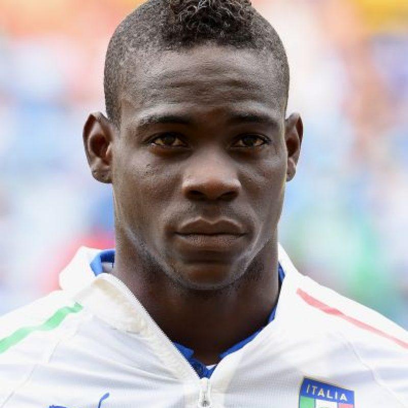 Mario Balotelli tiene 25 años y aunque es hijo de padres ghaneses, una pareja italiana lo adoptó dándole su nacionalidad. Foto:Getty Images