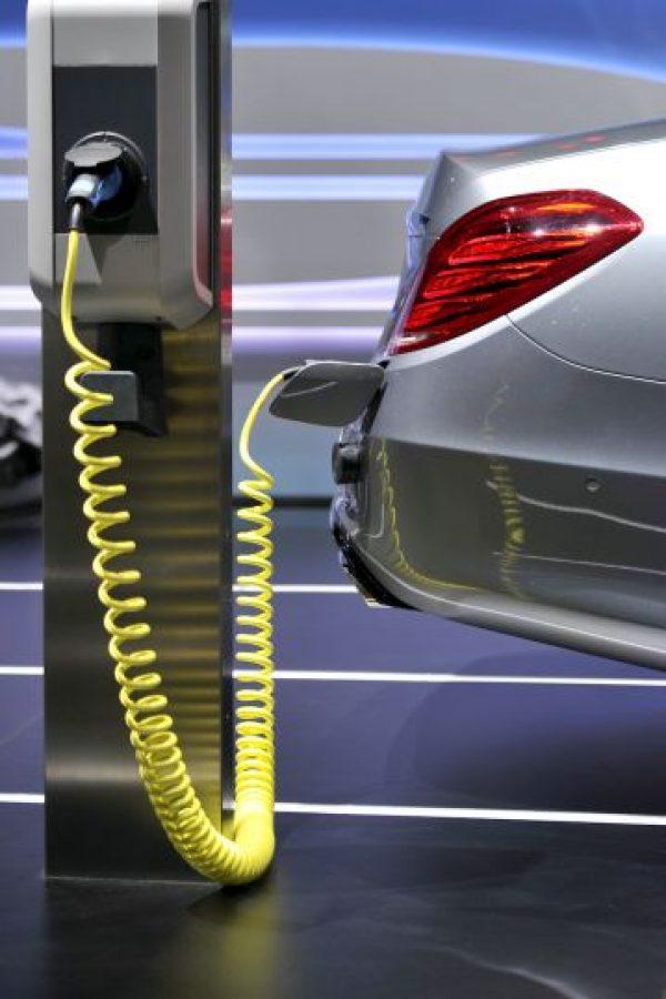 No es fácil. El costo actual de los carros eléctricos en comparación con los de motores de combustible es mucho más alto. Foto:Getty Images