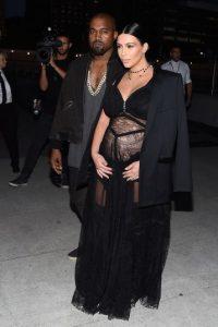 """El pasado 5 de diciembre Kim Kardashian y Kanye West le dieron la bienvenida a su hijo, al que decidieron llamar Saint, """"santo"""" en español. Foto:Getty Images"""