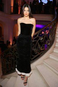 La pequeña de las Kardashian opta por lo sensual en su estilo. Foto:Getty Images