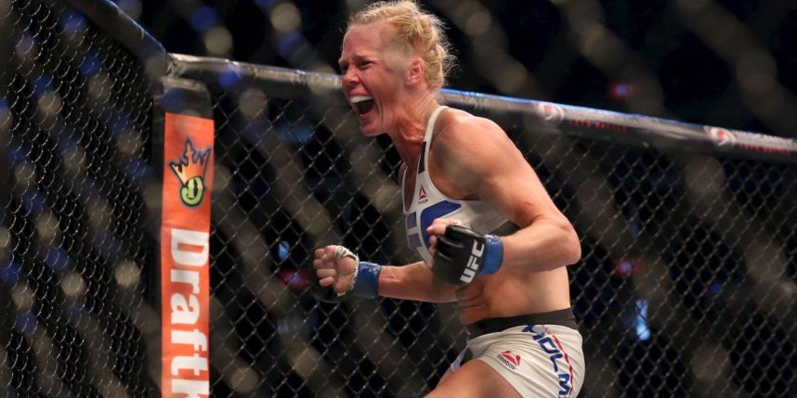 Le quitó el invicto y la despojó del título de Peso Gallo de la UFC Foto:Getty Images