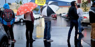 Hubo quienes esperaron por horas afuera de alguna tienda Foto:Getty Images