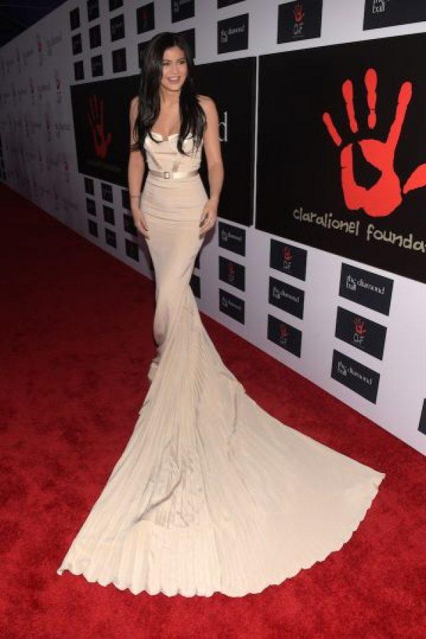 De esta forma, Kylie demostró una vez más que sus curvas y provocativos atuendos la convierten en una de las celebridades más sexy del momento. Foto:Getty Images