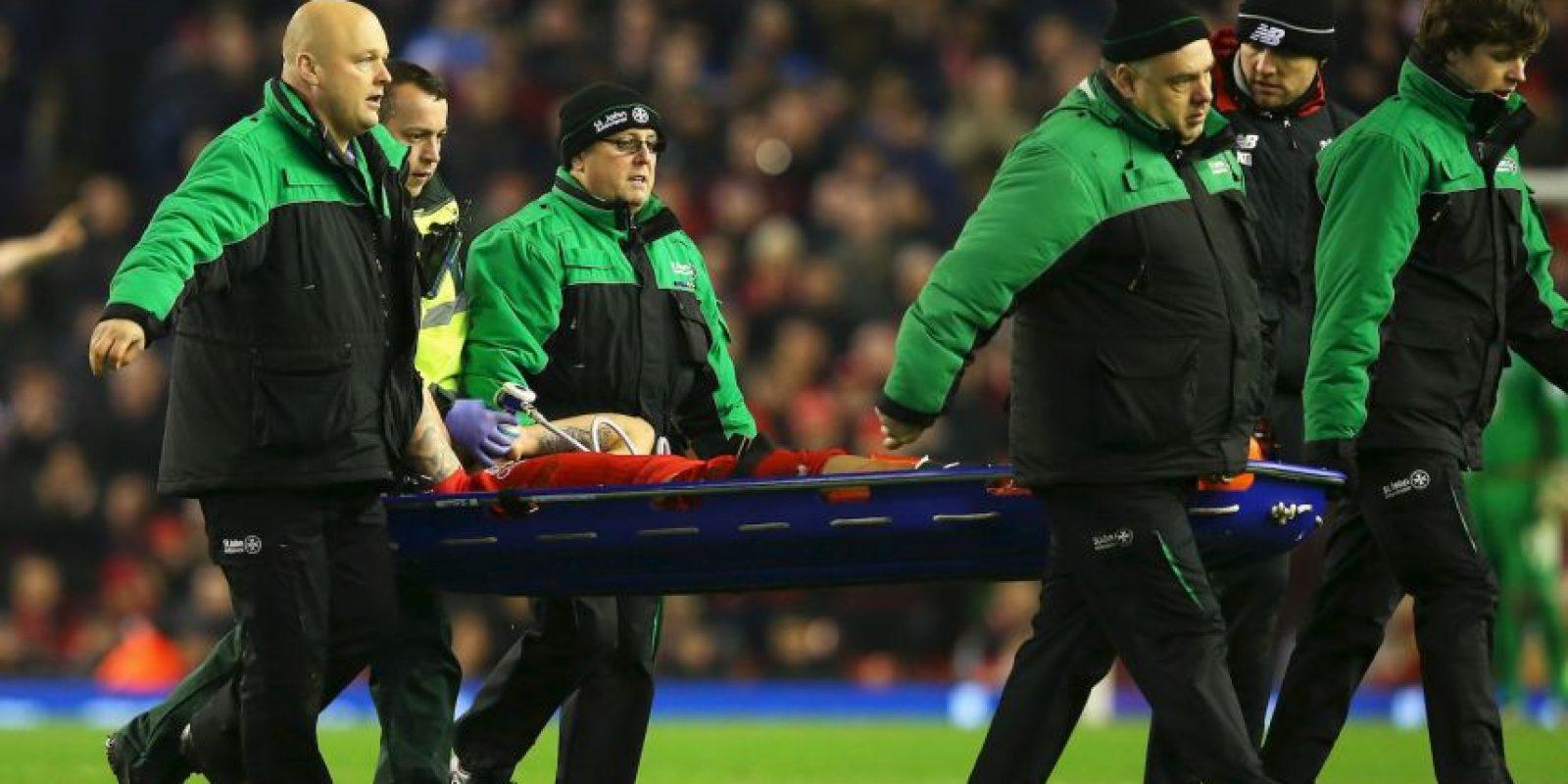 Estas terribles imágenes empañaron la jornada dominical de la Premier League. Foto:Getty Images