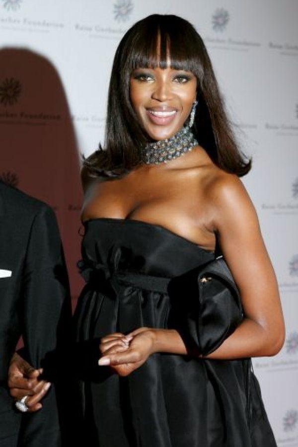 Naomi Campbell enseñó de más al huir de paparazzis Foto:Getty Images