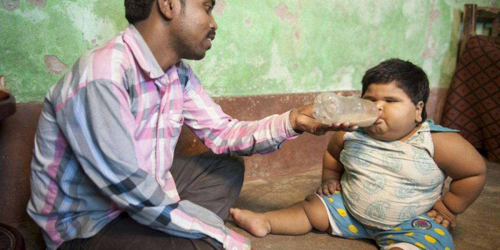 Shabnam y Mohammad no han podido saber qué causa que su hija coma tanto.