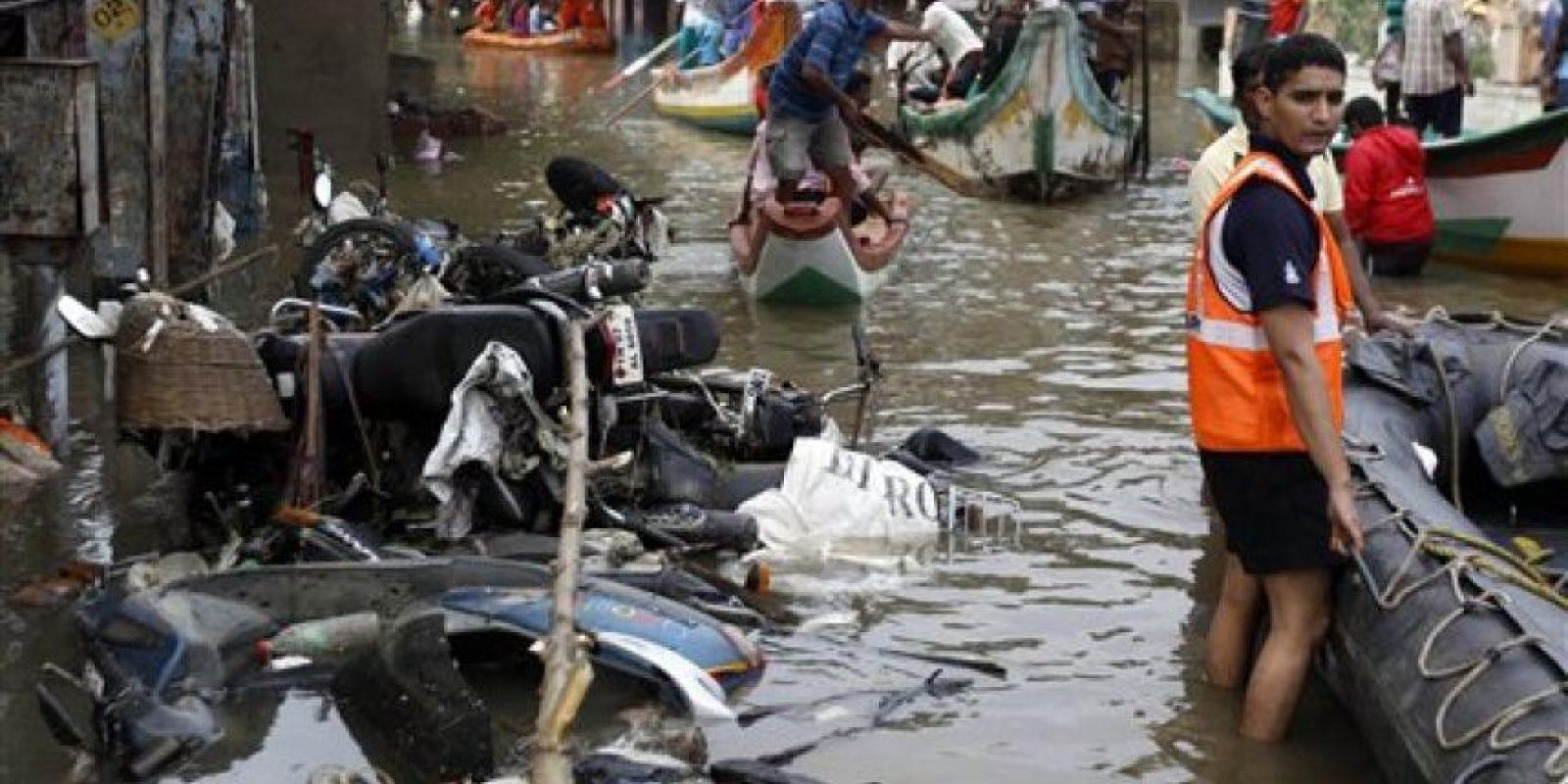 Las fuerzas armadas participan en las labores de rescate. Foto:AP