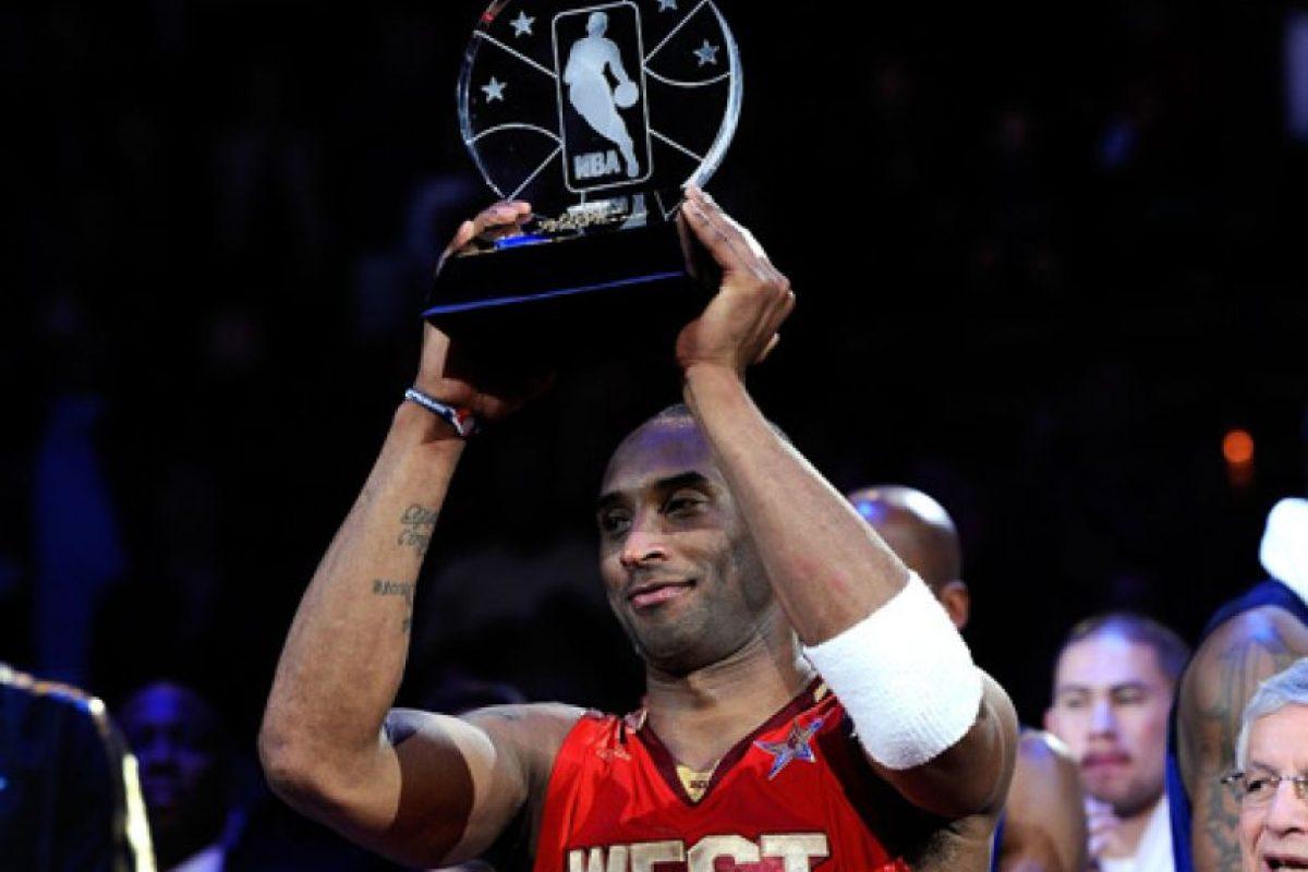 Diecisiete apariciones en Juegos de Estrellas. En su carrera de 20 años, el líder de los Lakers ha asistido a 17 juegos de Estrellas, el segundo con mayor número de apariciones detrás de Kareem Abdul-Jabbar, que lo hizo en 19 oportunidades. En 11 ocasiones ha sido parte del quinteto abridor. Ganó cuatro premios al Jugador Más Valioso (2002, 2007, 2009 y 2011) en el evento de mitad de temporada y ganó la competencia de donqueos del 1997. Foto:Fuente Externa