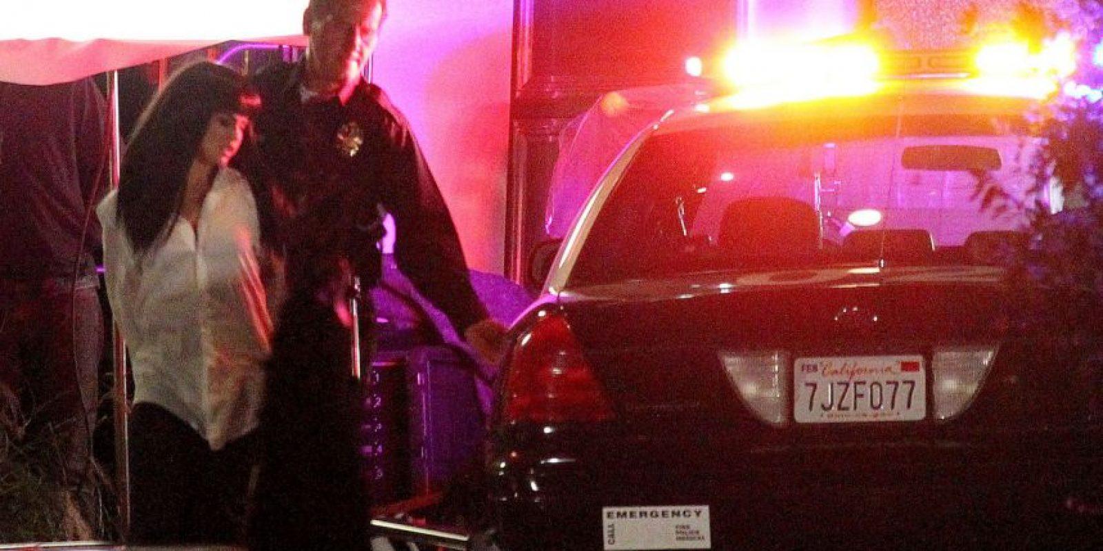 Finalmente es detenida por varios agentes. Foto:Grosby Group