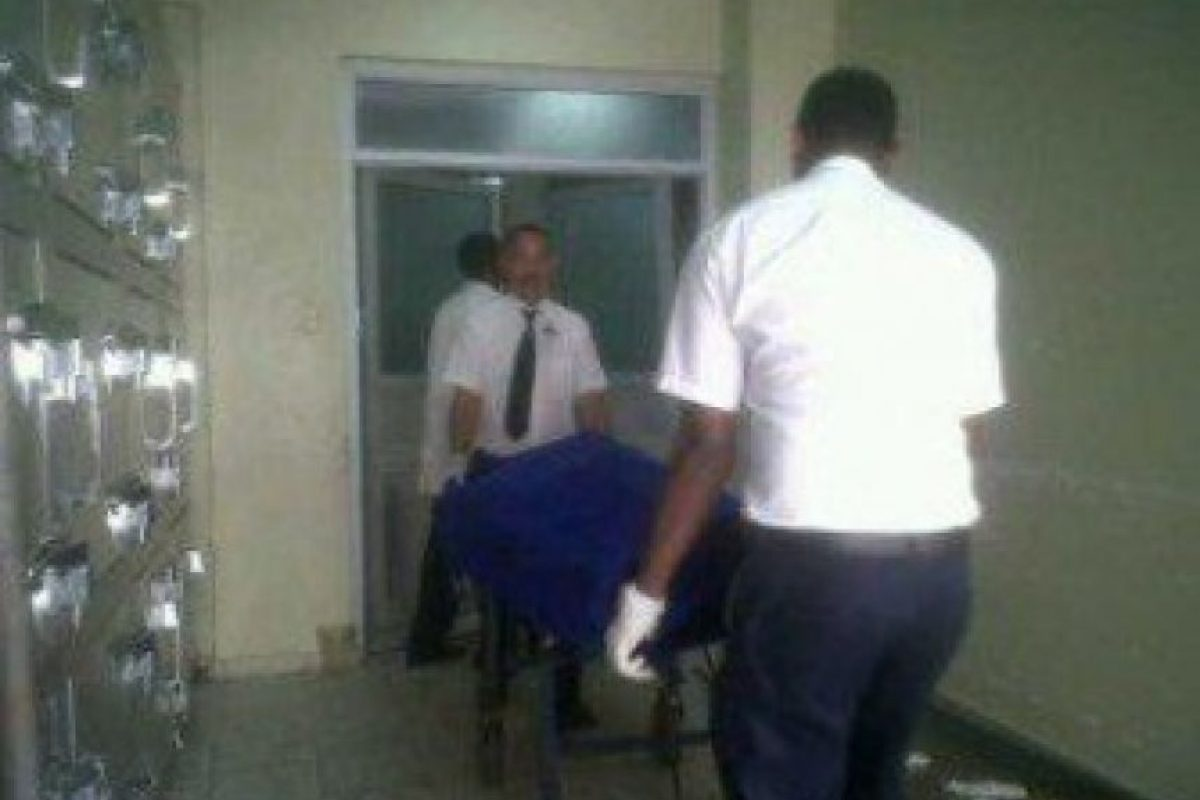 El cadáver del abogado mientras era trasladado Foto:Fuente Externa