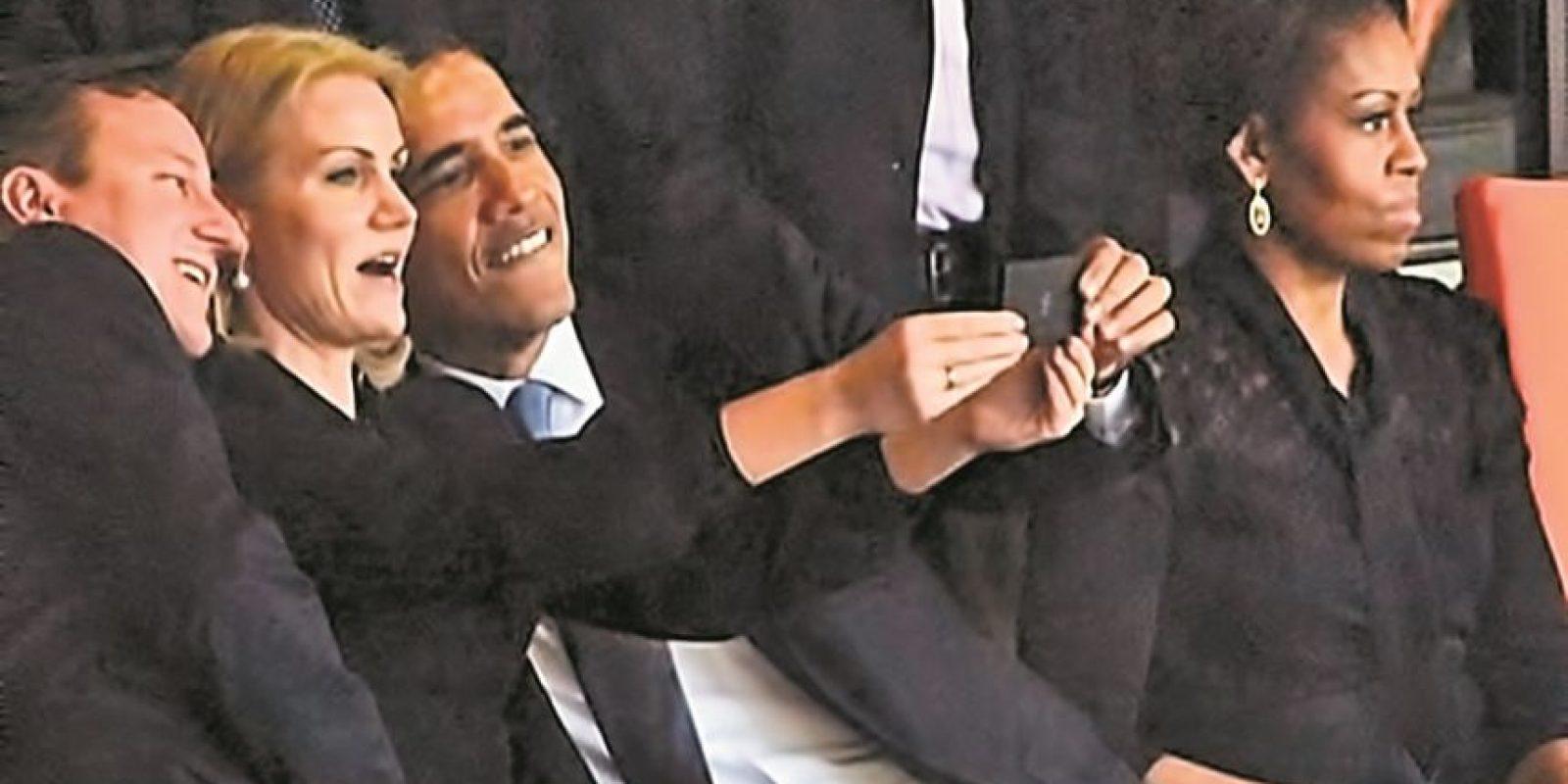 Obama coqueteando. En el entierro del héroe sudafricano, Nelson Mandela, el presidente de EE.UU. Barack Obama y la primera ministra de Dinamarca, Helle Thorning-Schmidt, se tomaron esta foto que molestó a Michelle Obama y dio de qué hablar a la prensa mundial.