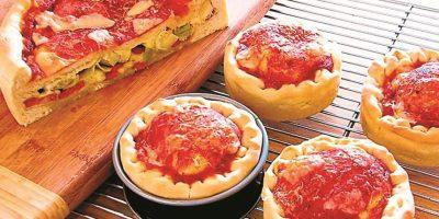 Un pastel de pizza es una de las tantas opciones que muchos cocineros han inventado en el mundo. Foto:metro