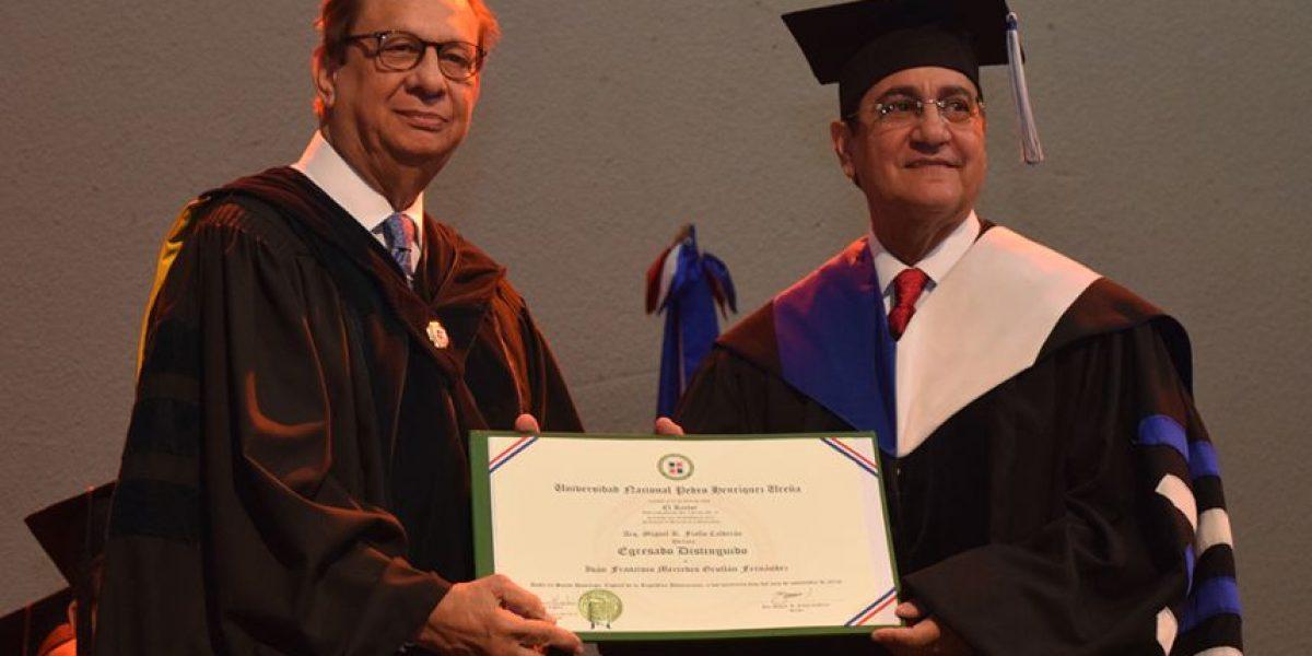 Rector UNPHU reconoce como Egresado Distinguido al rector UASD