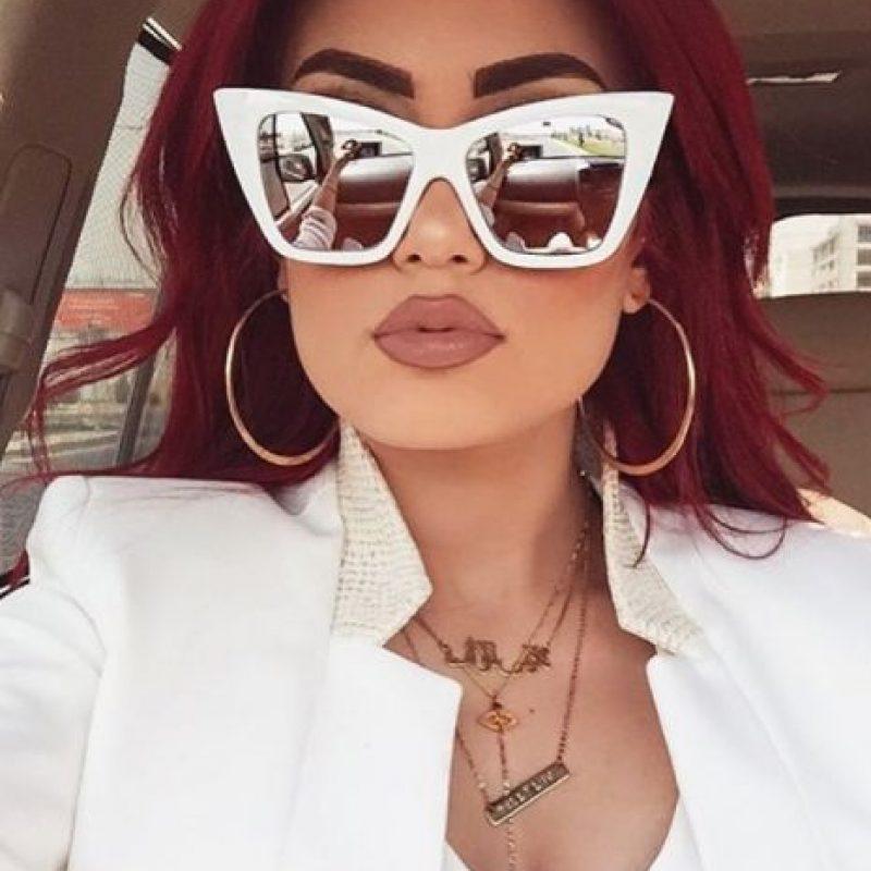 Esta mujer de 26 años nacida en Kurdistán –país situado en Asia menor– además de recibir amenazas de muerte, también disfruta de una vida llena de placeres y lujos. Foto:Vía Instagram/@hellyluv