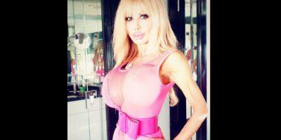 Blondie Bennett desea parecerce a la muñeca Barbie. Foto:Vía Twitter @busty_doll