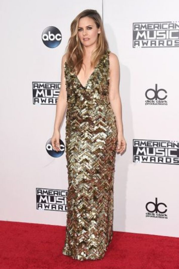 Alicia Silverstone mostró su estilo sobrio pero atractivo. Foto:Getty Images