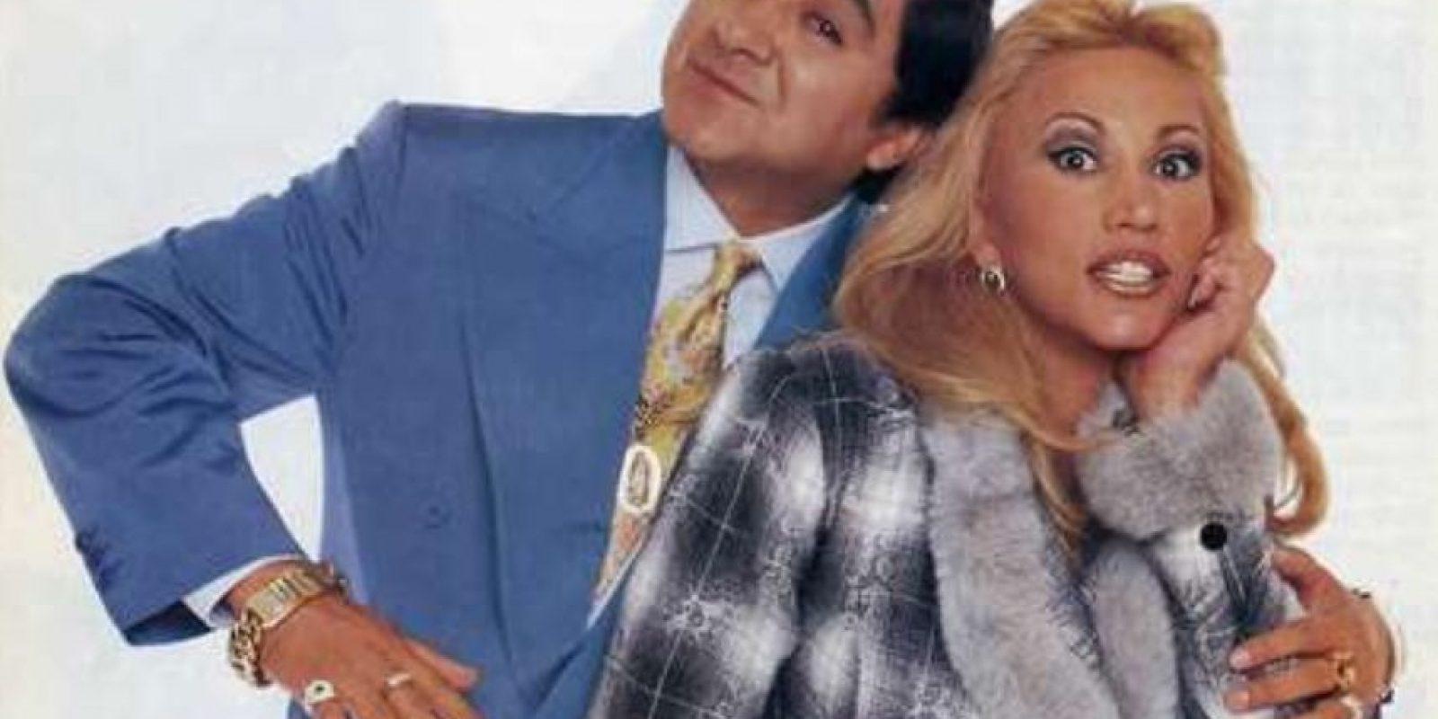 """Fue protagonizada por Carlos Bonavides y Laura León. Bonavides era """"Huicho"""" Domínguez, quien se gana la lotería y gracias a esto se vuelve loco. Pero a pesar de todo debe conservar el amor de su esposa, """"Rebeca"""". Foto:vía Televisa"""