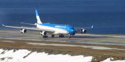 En agosto un Airbus A340 de Aerolíneas Argentinas protagonizó un espectacular aterrizaje. Foto:Vía Youtube