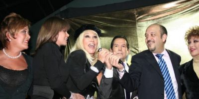 """Cantó una canción con el famoso dúo boliviano """"Azul Azul"""" (los de """"Bomba"""", ¿se acuerdan?). Foto:vía Facebook/Laura León """"La Tesorito"""""""