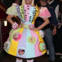 Se disfrazaba tras capas de vestidos multicolores. Foto:vía Getty Images