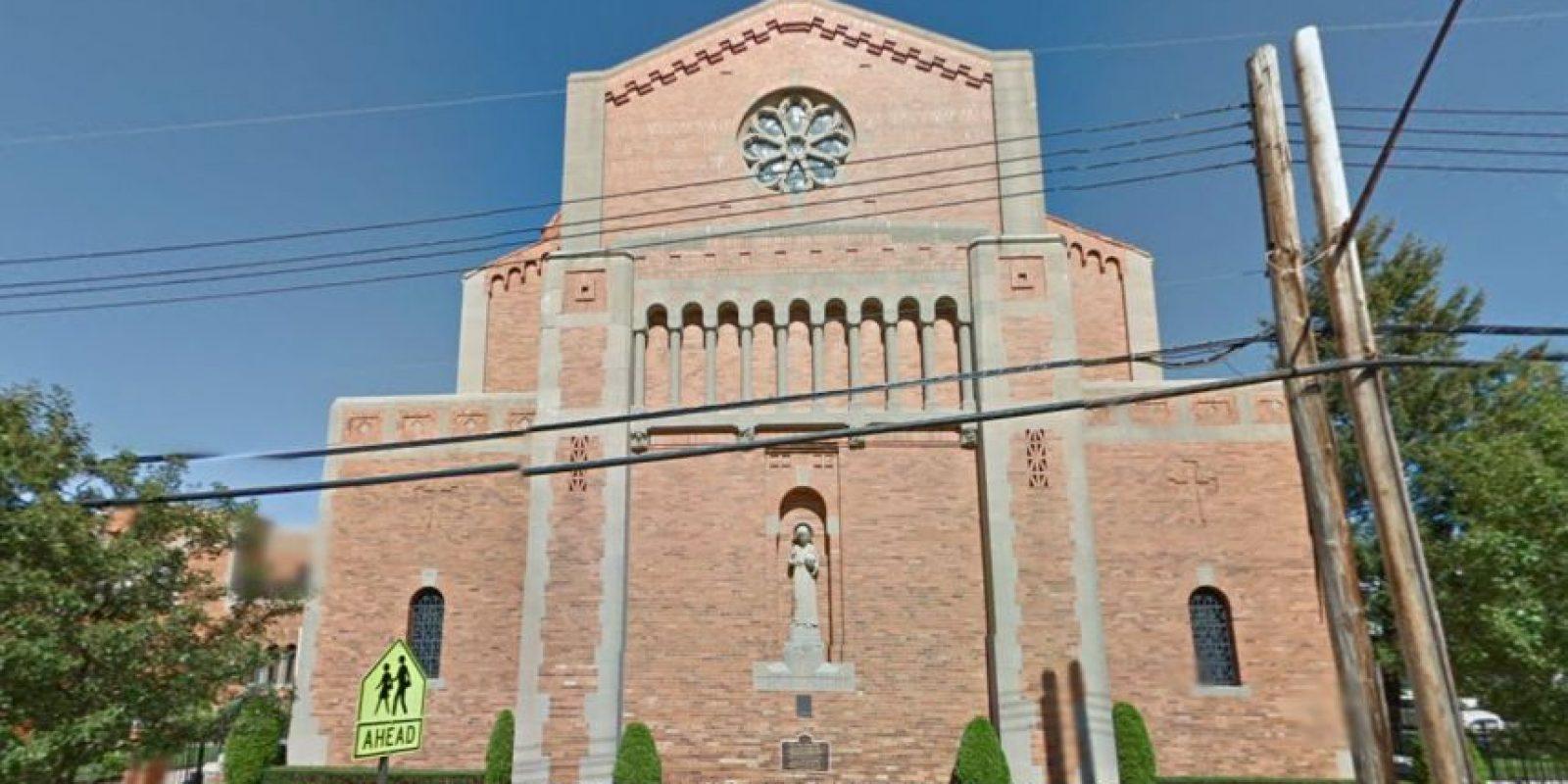 Los religiosos de la iglesia agradecen que la madre haya tenido el cuidado de dejarlo en el interior. Foto:Vía Google Maps