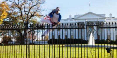 Las autoridades se sorprendieron al ver que pudo saltar los picos de seguridad. Foto:Vía Twitter
