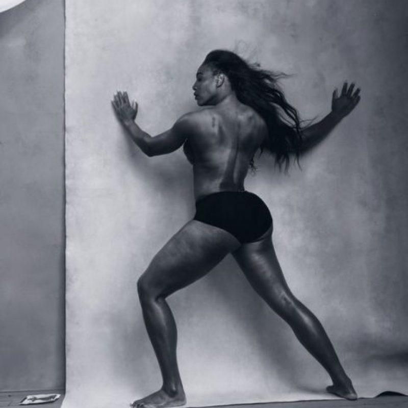 Serena Williams, que siempre ha sido criticada por los vestidos que cubren su fisonomía. Foto:vía Pirelli