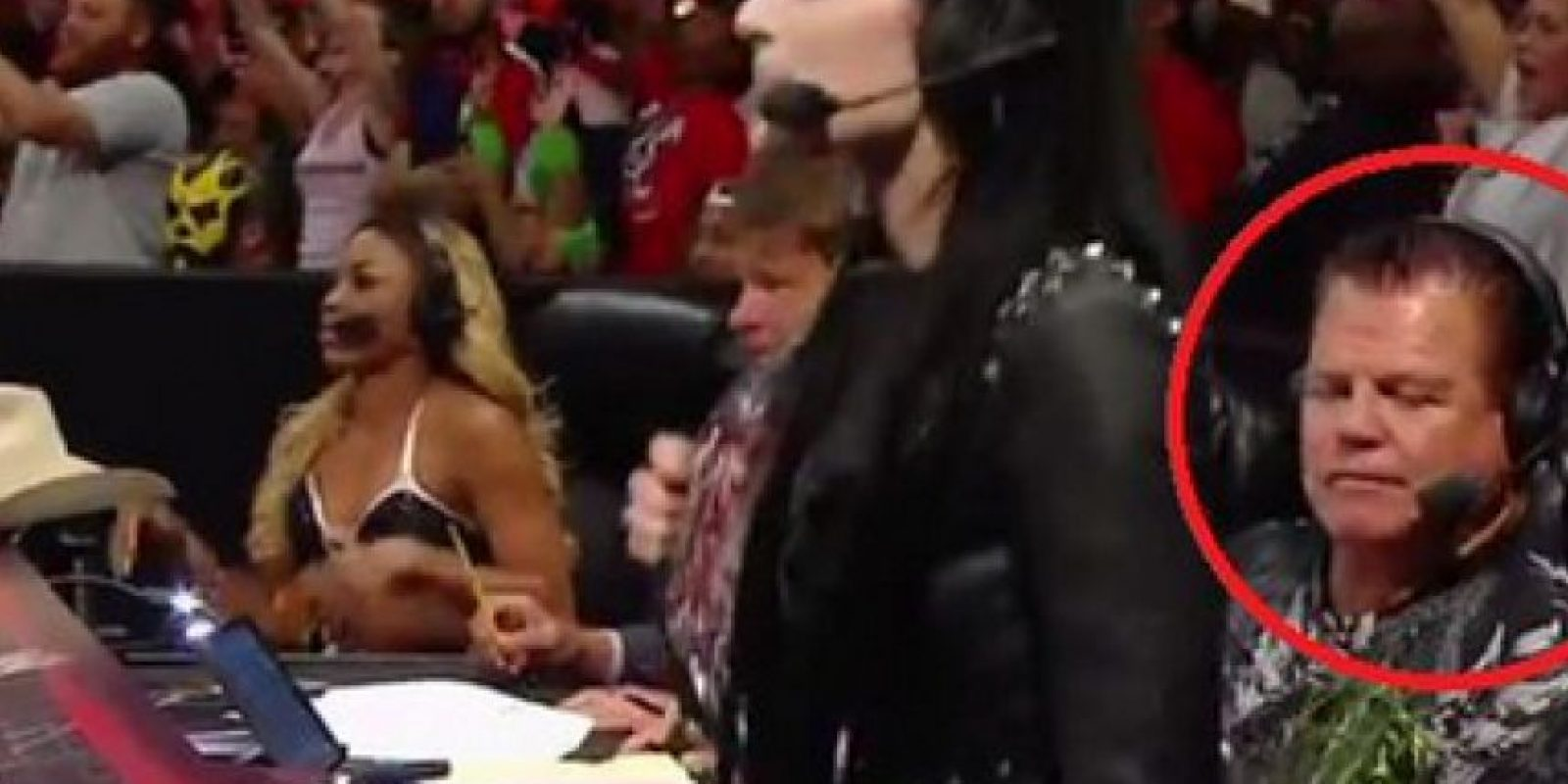 El momento en el que Jerry Lawler mira el trasero de Paige Foto:Twitter