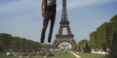 """Pidió que """"photoshopearan"""" la Torre Eiffel debajo de su dedo y este fue el resultado"""