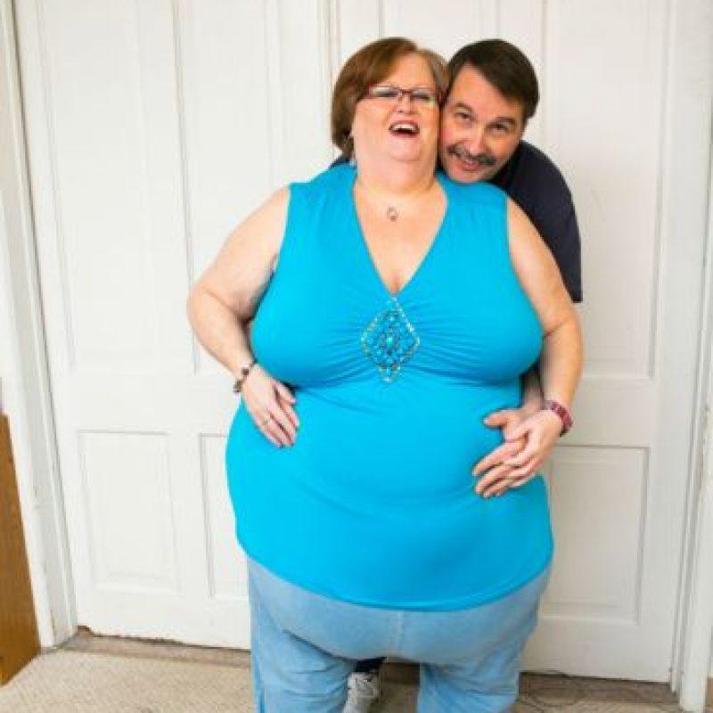 Gayla Neufeld tiene un vientre de 283 centímetros. Creyó que jamás encontraría pareja. Foto:vía Barcroft Media
