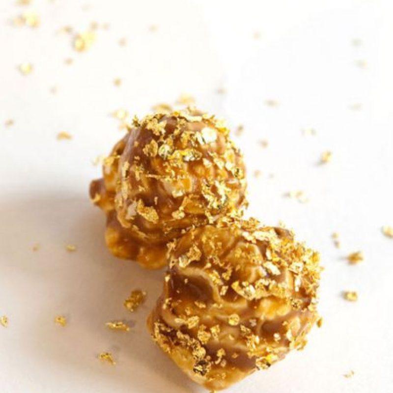 Bañadas en oro comestible y preparadas con productos orgánicos, cada bote cuesta 250 dólares. Foto:Vía bercospopcorn.com