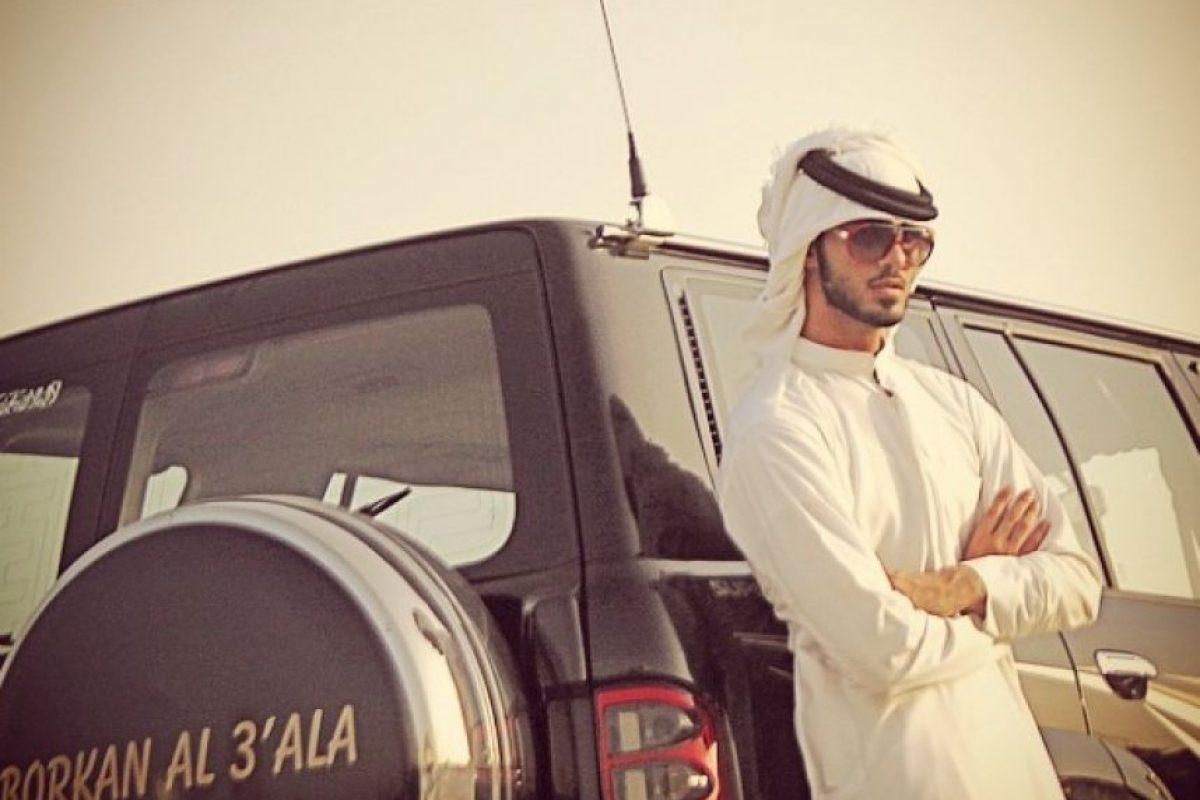 """El top model iraquí considerado el """"hombre más guapo del mundo"""" (luego de se expulsado de Arabia Saudita por """"ser irresistible para las mujeres""""), era toda una lindura de pequeño. Foto:Vía Instagram/@omarborkan"""