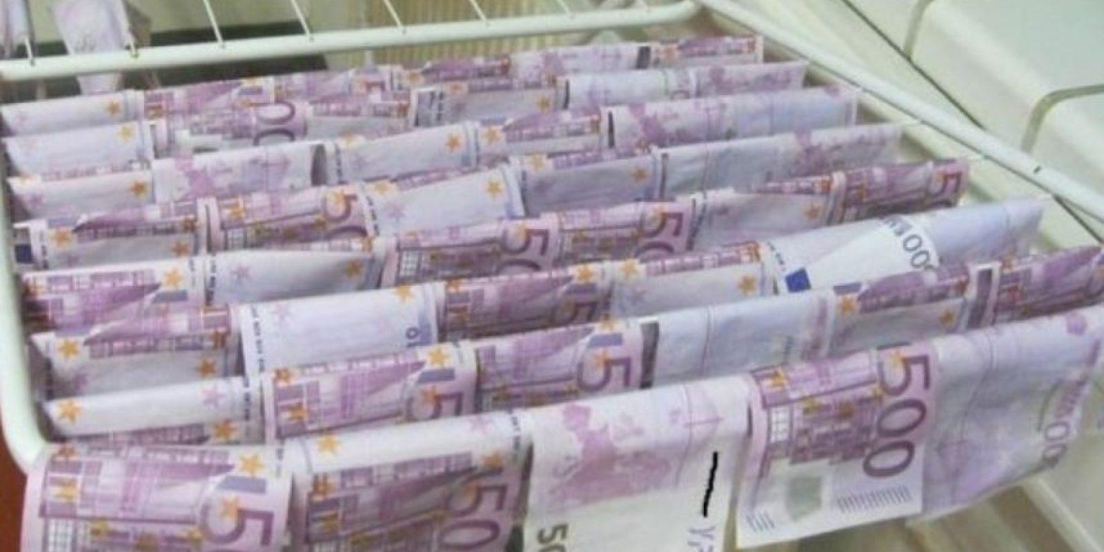 Allí fue donde se encontraron estos billetes que las autoridades se encargaron de secar. Foto:Vienna Police