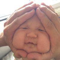 Sus caritas maleables hacen que estos bebés sean el blanco de sus padres. Foto:Vía Instagram/#riceball
